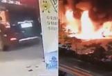 Clip ô tô kéo đổ cả trụ bơm khiến trạm xăng bốc cháy dữ dội