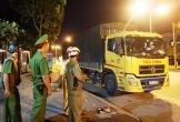CSGT bắt xe chở quá tải gấp đôi, tài xế cố thủ 3 giờ