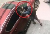 Đạo chích đập kính ô tô, trộm đồ trong 2 giây gây sốc