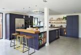 Trang trí nhà bếp bằng màu tím ấm cúng và thân thiện