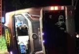 Lật xe khách trong đêm, 2 người chết 17 người bị thương