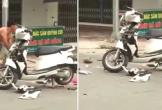 Vợ đi chơi với bồ, chồng cầm gậy đập vỡ nát xe máy để trút giận: