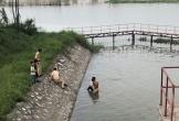Cảnh sát giao thông lao xuống sông cứu bé gái 10 tuổi giữa dòng nước sâu