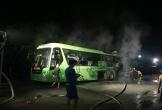 Hà Tĩnh: Xe khách đang chạy bỗng nhiên bốc cháy dữ dội