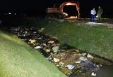 Hà Tĩnh: Lấy mẫu xét nghiệm hàng chục con lợn chết trôi trên kênh dẫn nước