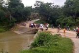 Lao xuống suối, 2 người thương vong