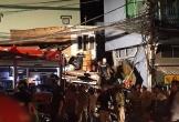 Xe tải lao dốc đâm thẳng vào nhà dân trong đêm