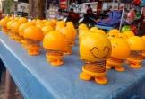Thú nhún lò xo Emoji tràn ngập Sài Gòn và những lời đồn 'tâm linh' trên mạng