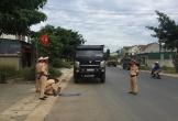 Công an huyện Nghi Xuân xử phạt, cắt hạ thành thùng xe quá khổ, quá tải