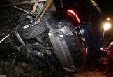 Mercedes hạng sang tông liên tiếp 3 căn nhà, 1 người chết, 2 người bị thương