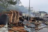 Cháy lớn suốt 3 giờ tại xưởng pallet nghi do bị đốt