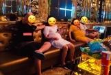 Nhận tin mật báo chồng đi karaoke