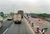 Xe máy tông vào thành cầu, người đàn ông tử vong tại chỗ