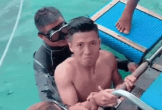 Mạnh mẽ trên sân cỏ nhưng không ngờ Bùi Tiến Dũng lại có biểu cảm vừa thương vừa buồn cười khi trổ tài lặn biển trước bạn gái