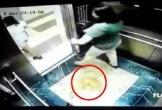 Clip 2 người phụ nữ lấy mũ bảo hiểm che camera nghi