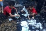 Hà Tĩnh: Nhà cháy rụi lúc cha mẹ đi chữa bệnh, 3 đứa trẻ bới nhặt từng trang sách