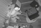 Camera quay cảnh trộm phá 2 két sắt trong biệt thự của Nhật Kim Anh