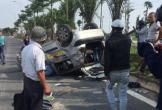 Xe Ford EcoSport gây tai nạn khiến 2 xe ô tô lật rồi bỏ chạy