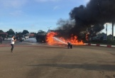 Cận cảnh vụ va chạm giữa xe tải và xe bồn khiến 2 xe bốc cháy ngùn ngụt như đuốc