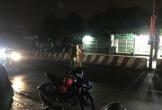 Đi bộ trong cơn mưa, người đàn ông bị tông chết thương tâm