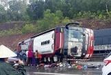 Nghệ An: Xe khách lật giữa đường, nhiều hành khách bị thương