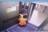 Phẫn nộ thanh niên bế bé gái ra khỏi thang máy để giở trò đồi bại