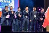 Dàn nam sinh 'múa quạt' ăn mừng ngay trên sân khấu trao giải đạt huy chương Toán Quốc tế khiến CĐM thích thú