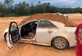 Bị từ chối tình cảm, nam thanh niên đổ đầy đất vào ôtô bạn gái