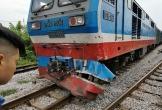 Cố vượt đường sắt, xe tải bị tàu hoả đâm bay xuống ruộng