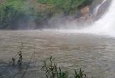 3 thanh niên bị nước cuốn mất tích khi tắm thác