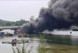 Tàu cá bốc cháy dữ dội khi chuẩn bị xuất bến