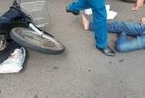 Lái xe máy không đội mũ bảo hiểm, tông CSGT nứt xương chậu