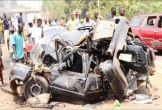 Xe buýt va chạm xe tải chở container, ít nhất 17 người thiệt mạng
