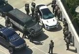 Cảnh sát Mỹ bất ngờ trúng đạn bắn tỉa từ nhà bên đường