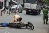 Va chạm với ô tô tải, người đàn ông chết thảm dưới bánh xe