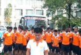 HLV Văn Sỹ và cầu thủ Nam Định cúi đầu xin lỗi người hâm mộ