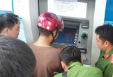 Bắt 3 người Trung Quốc đánh cắp thông tin, làm thẻ ATM giả rút tiền ở Nghệ An