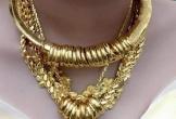 Hình ảnh cô dâu miền Tây đeo vàng trĩu nặng, được tặng rất nhiều vàng gây chú ý