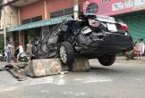 Xe container tông nát bét ô tô camry trên Quốc lộ 1