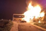 Xe khách 2 tầng bốc cháy ngùn ngụt khi đang chở khách qua Hà Tĩnh