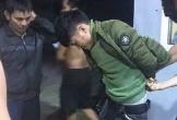 Người dân vây bắt tại trận kẻ đâm nhân viên cây xăng hòng cướp tài sản
