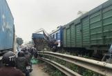Băng qua đường sắt, tài xế mắc kẹt trong bin nguy kịch