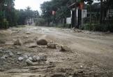 Hà Tĩnh: Bẫy lẩn khuất khắp đường, dân lấy đá ngăn xe quá tải