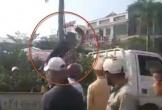 Hà Tĩnh: Người đàn ông nhảy lên ô tô công vụ chặt quất cảnh bị tịch thu