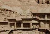 Quần thể hang Phật giáo nghìn năm tuổi nằm trên vách đá núi