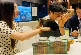 Lâm Khánh Chi mang ba lô tiền đặt cọc mua biệt thự 27 tỷ