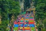 Ngôi đền có gần 300 bậc thang màu cầu vồng