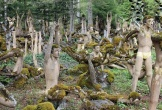 """""""Sởn da gà"""" khu vườn tượng đáng sợ nhất hành tinh"""
