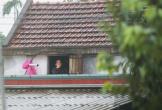 Nước chạm nóc, người dân Hà Tĩnh ngồi mái nhà chờ cứu trợ
