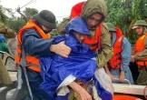Công an Nghệ An chi viện 11 ca nô vào Hà Tĩnh cứu hộ người dân vùng lũ
